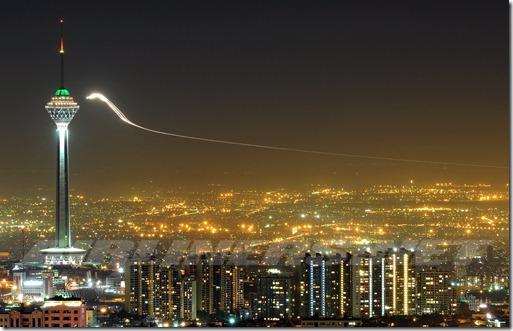 ufo iran thumb UFO brilhante próximo de Torre em Teerã, no Irã