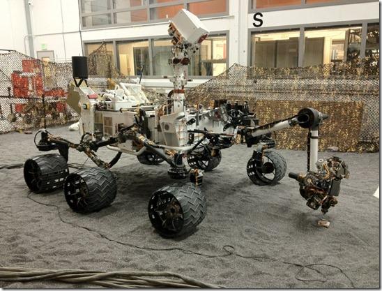 rover curiosity thumb Fotos do rover Curiosity mostram OVNIs e anomalias em Marte