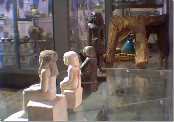 estatua egipcia thumb Câmera mostra estátua egípcia girando sozinha em Museu