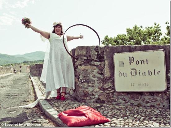 mulher casamento ponte 2 thumb Australiana se casa com uma ponte na França