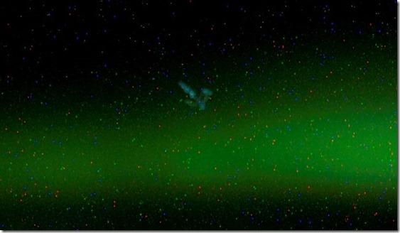 ovni boreal thumb OVNI capturado próximo a Aurora Boreal por câmera da Estação Espacial