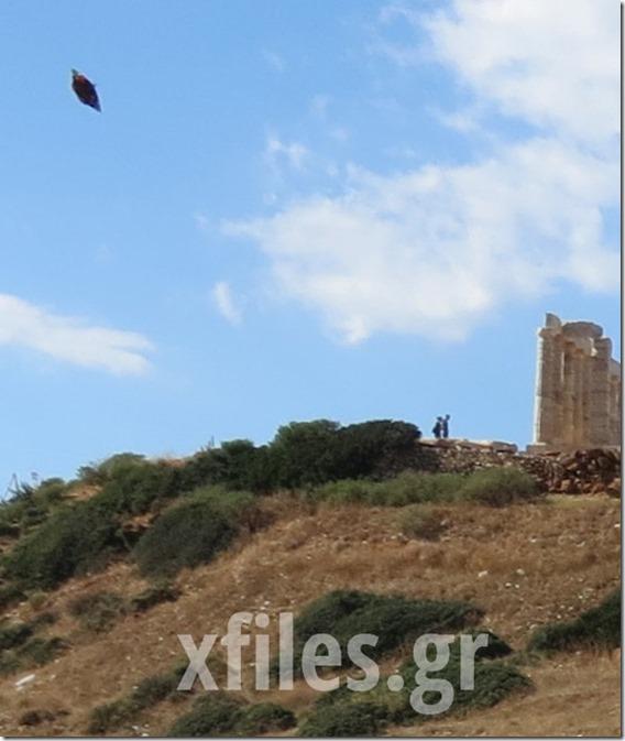 OVNI poseidon 2 thumb OVNI aparece sobre o Templo de Poseidon na Grécia
