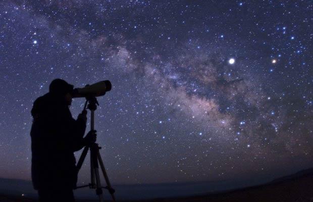 Astrônomos veem uma galáxia distante começando a morrer