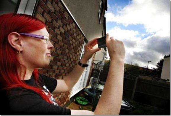 ovni inglaterra 6 thumb Mulher fotografa OVNI parado na Inglaterra