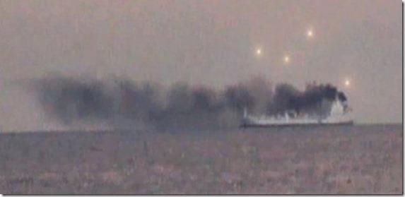 ovni navio thumb OVNIs são observados pairando sobre um navio em chamas