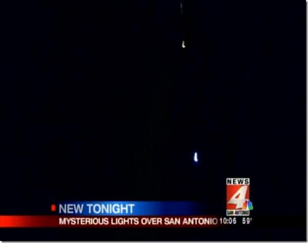 SanAntonioOVNI2 thumb OVNIs fotografados e filmados sobre San Antonio, EUA