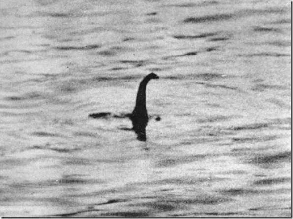 monstrolagoness thumb 1933: A primeira foto do Monstro do Lago Ness
