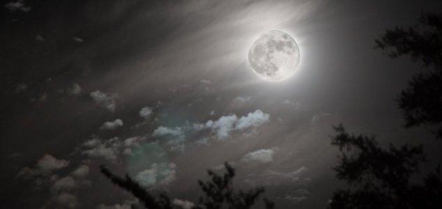 lua artificial A Lua é uma estrutura artificial?