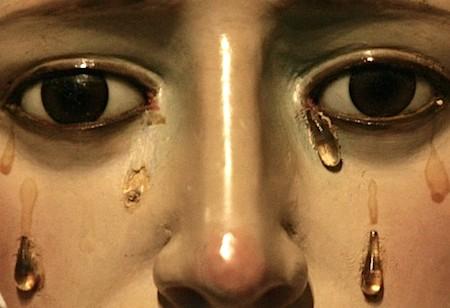 lagrimas de oleo Estátua da Virgem Maria chora lágrimas de óleo em Israel
