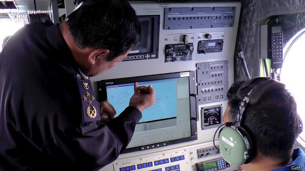 buscas malasia 624x351 getty Radar captou OVNIs próximos ao Boeing da Malasya Airlines
