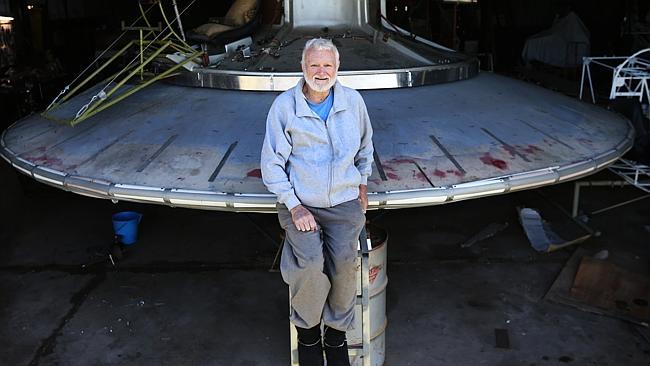 disco voador Inventor está construindo seu próprio disco voador