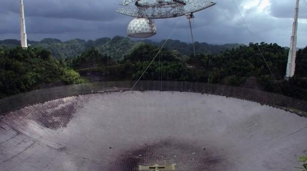 arecibo e1406681998169 Radiotelescópio de Arecibo detecta misteriosas ondas de rádio