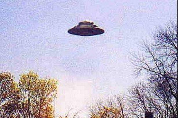 ovni foto OVNI lança feixe verde sobre Hinckley, no Reino Unido