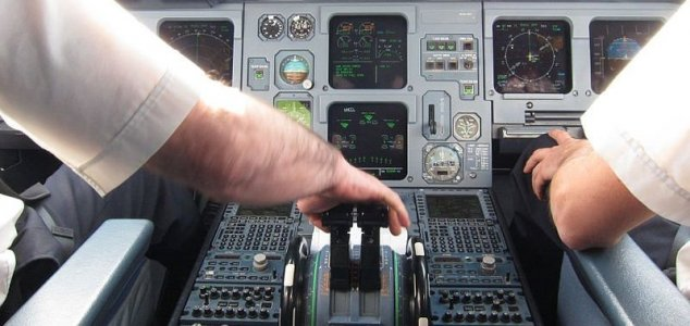 Piloto de avião relata encontro com OVNI cilíndrico no Novo México