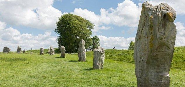 Monumento neolítico encontrado perto de Stonehenge