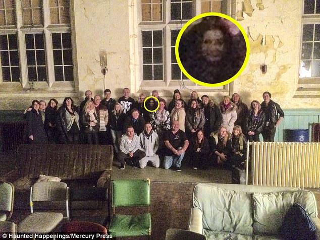Rosto fantasmagórico aparece em foto assombrada de excursão