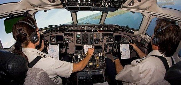 Pilotos de companhias aéreas britânicas relatam quase acidentes com OVNIs